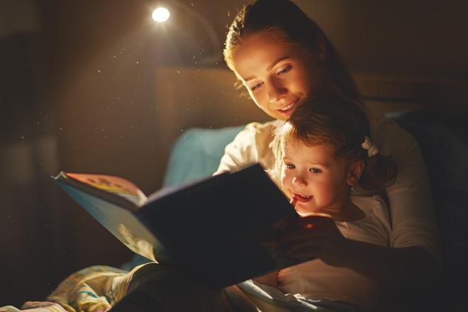 Gute-Nacht-Geschichten: Warum man sie vorlesen sollte und wo man sie findet