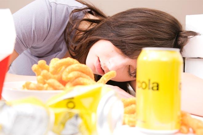 Warum fühle ich mich nach schweren Mahlzeiten so müde?