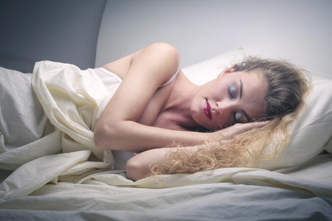 5 gute Gründe, um nicht geschminkt ins Bett zu gehen