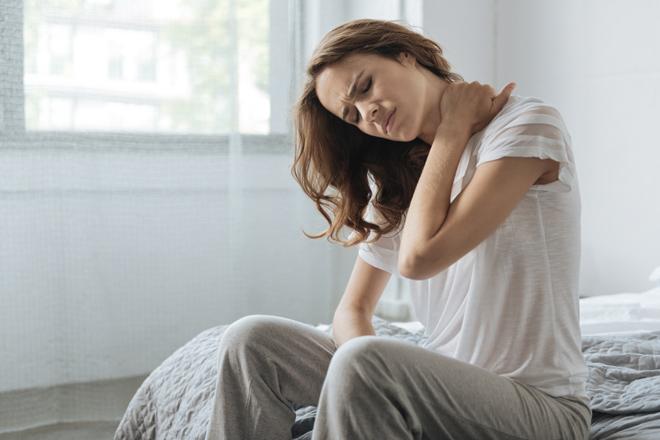 Wie schläft man am besten, wenn man unter Nackenschmerzen leidet? Hier einige nützliche Ratschläge