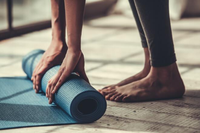 Finden Sie heraus was Hatha Yoga ist und wie Sie Ihre Schlaflosigkeit damit K.O. schlagen können